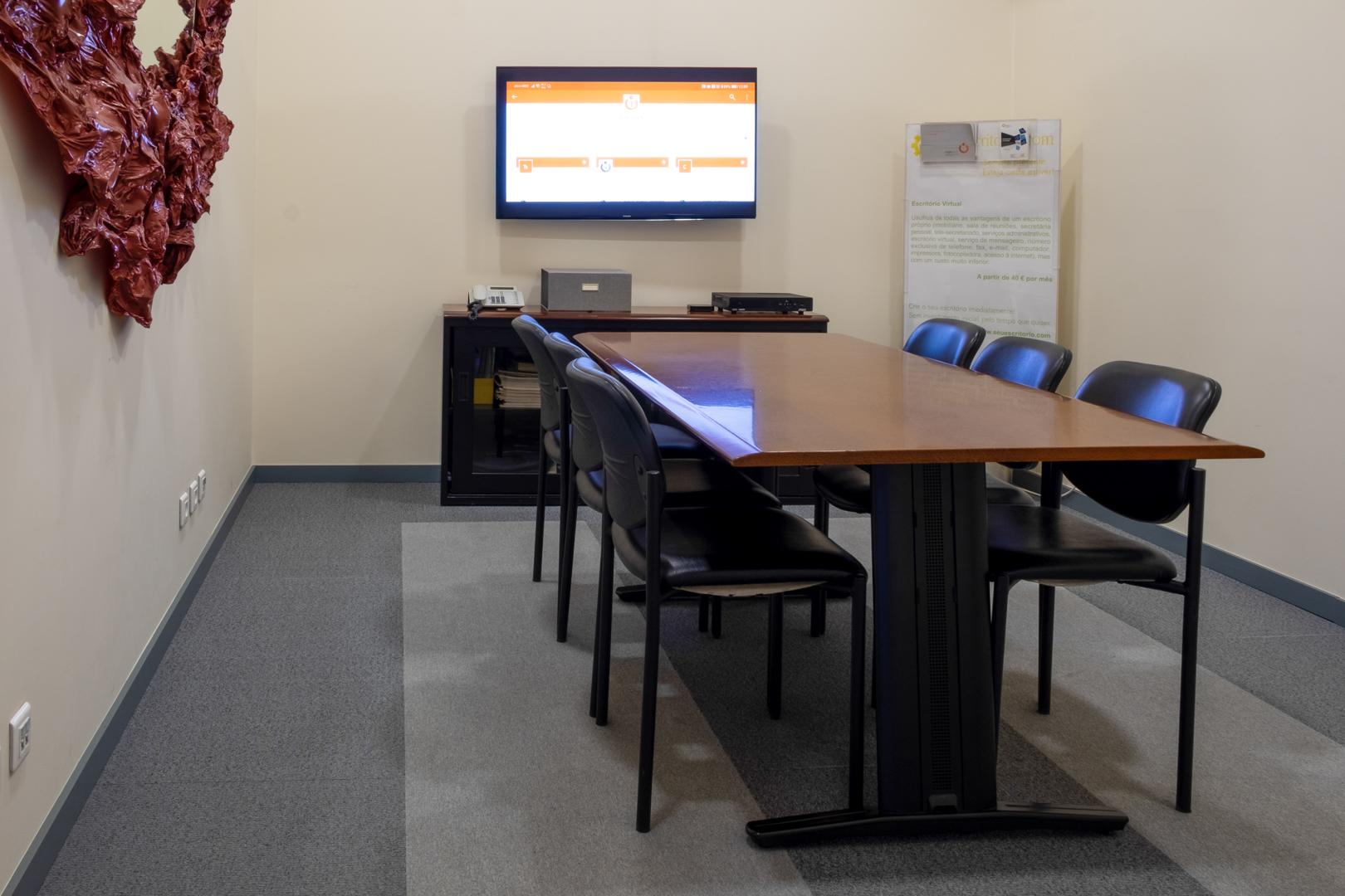 Sala de reuniões (até 8 pessoas em conforto)